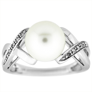 This Pearl and Diamond ring has an 8mm pearl and 0.06 carat total weight diamonds. Ring is set in 14 Karat white Gold.