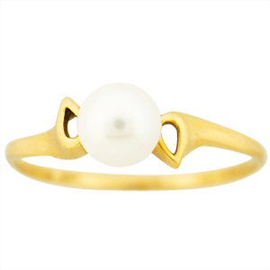 This cute and simple pearl ring has a 4mm cultured pearl set in 10 Karat Yellow Gold.