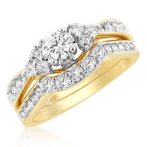14KT W-GOLD 1.01 CTTW DIAMOND LADIES BRIDAL SET WITH A CENTER STONE OF 0.32 CT AND THE SIDES WITH ROUND DIAMONDS.